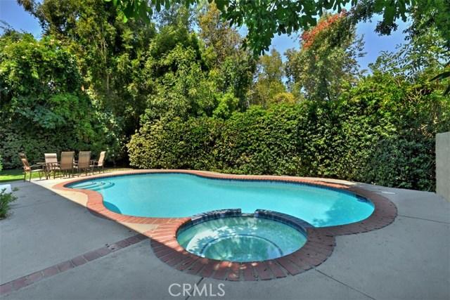 23307 Weller Place, Woodland Hills CA: http://media.crmls.org/mediascn/e8880306-1f6e-4ad4-9705-aa1543c5ec3f.jpg