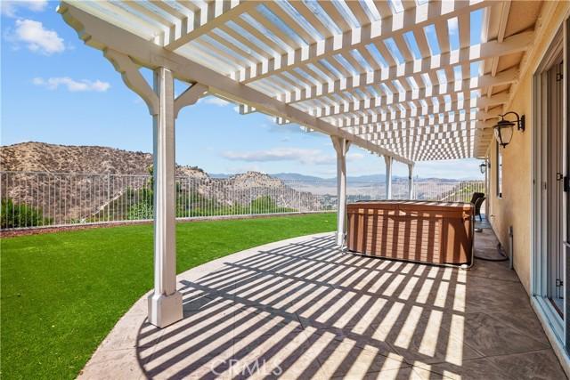 31130 Riverdale Place, Castaic CA: http://media.crmls.org/mediascn/e89d6636-ae6c-47ca-a900-4133ac633ecd.jpg