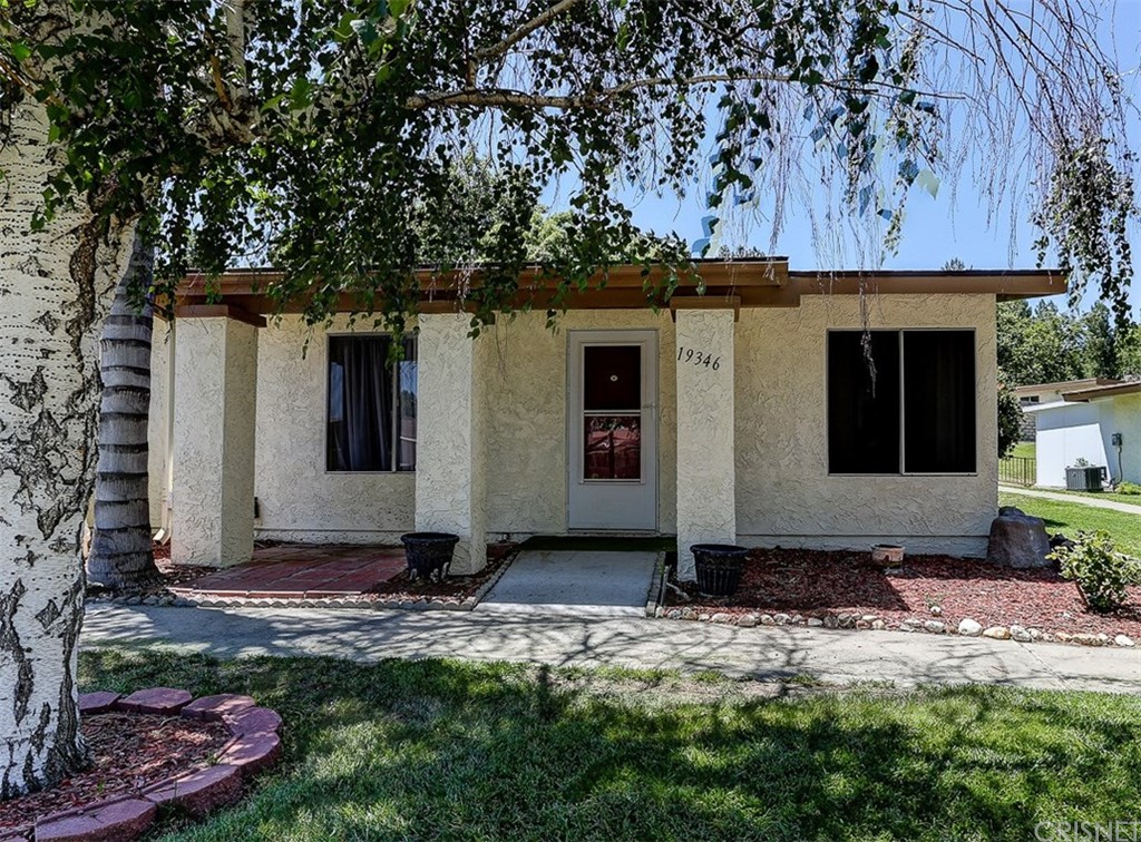 19346 AVENUE OF THE OAKS, Newhall, CA 91321