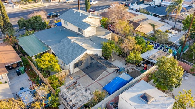12875 Van Nuys Boulevard, Pacoima CA: http://media.crmls.org/mediascn/e964e3c5-3a3d-4fa0-8718-3299eca858d5.jpg
