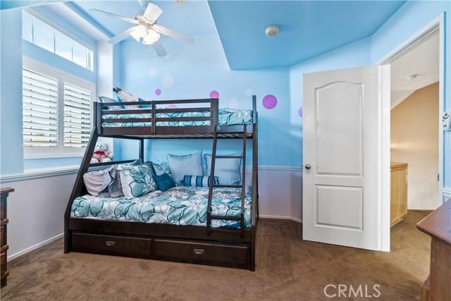 28225 Bel Monte Court, Canyon Country CA: http://media.crmls.org/mediascn/e995fb16-4940-47c3-9fb9-665b62877bd6.jpg
