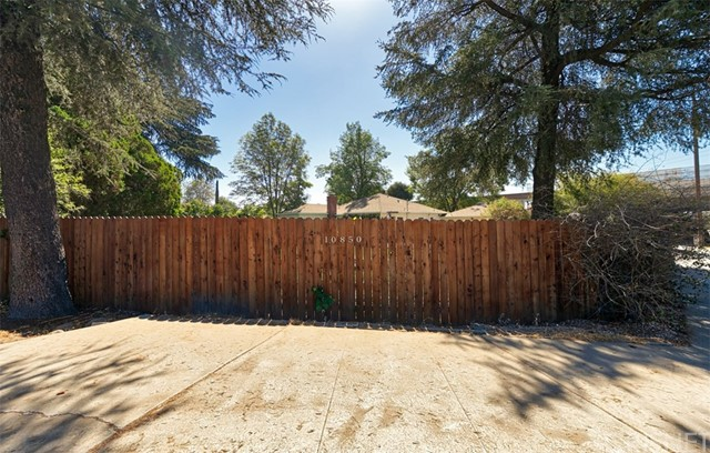 10850 Foothill Boulevard, Lakeview Terrace CA: http://media.crmls.org/mediascn/e9dcf53e-9b2e-4a0e-9bc7-1d0b78ff32a1.jpg