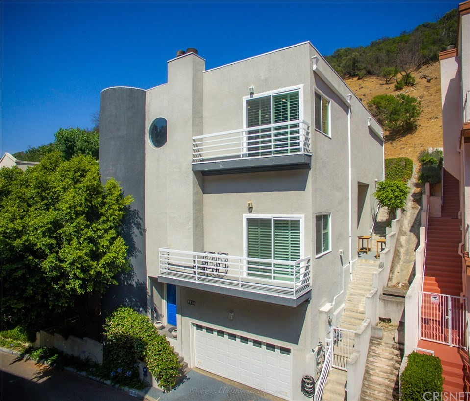 Photo of 3516 DIXIE CANYON PLACE, Sherman Oaks, CA 91423