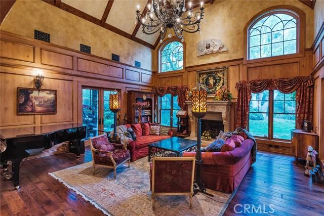 19115 Charles Street, Tarzana CA: http://media.crmls.org/mediascn/ea68f7fc-25b1-4238-9ced-991dddbb890a.jpg