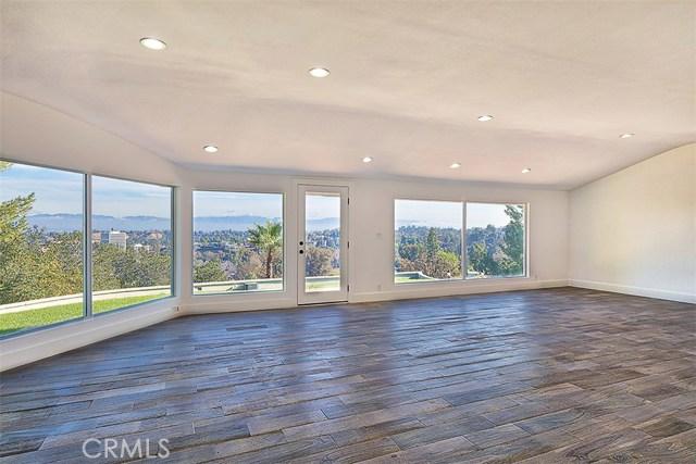 Additional photo for property listing at 5026  Medina Road 5026  Medina Road Woodland Hills, California 91364 United States