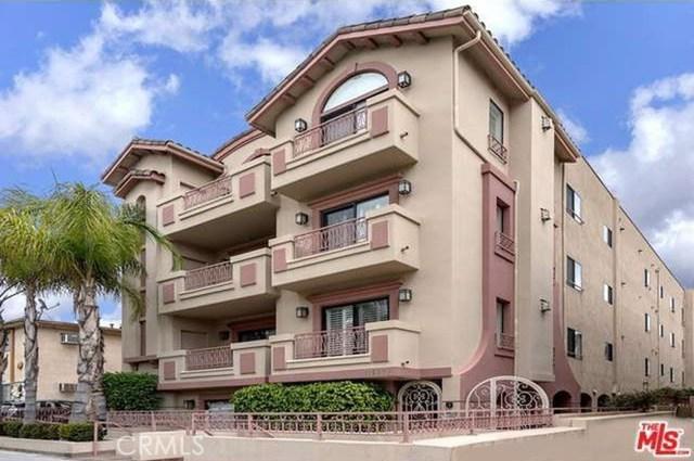 11692 Darlington Avenue, Los Angeles CA: http://media.crmls.org/mediascn/ea98b323-5f1a-4e5f-a0ff-568bc6c2d05f.jpg
