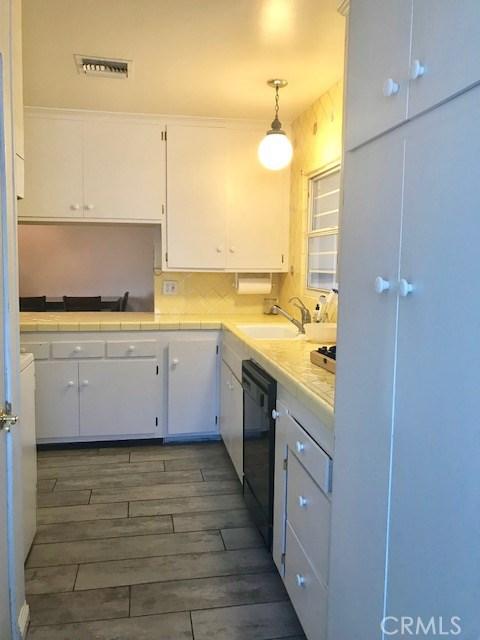 6857 Quakertown Avenue, Winnetka CA: http://media.crmls.org/mediascn/eaaef5cf-3b8c-4375-8d59-eb6153c3cf47.jpg