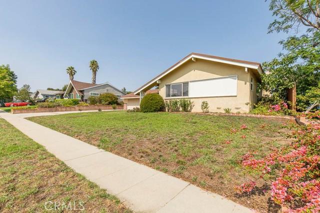 10920 Garden Grove Avenue, Northridge CA: http://media.crmls.org/mediascn/ead286f3-91db-4425-8fe2-fb3e8ec08188.jpg