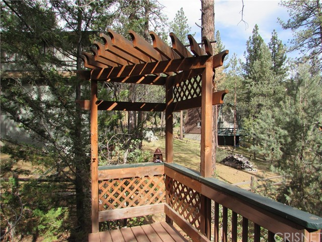 2117 Cypress Way, Pine Mtn Club CA: http://media.crmls.org/mediascn/ead742ae-8d5e-4b6f-b215-36a069c912d3.jpg