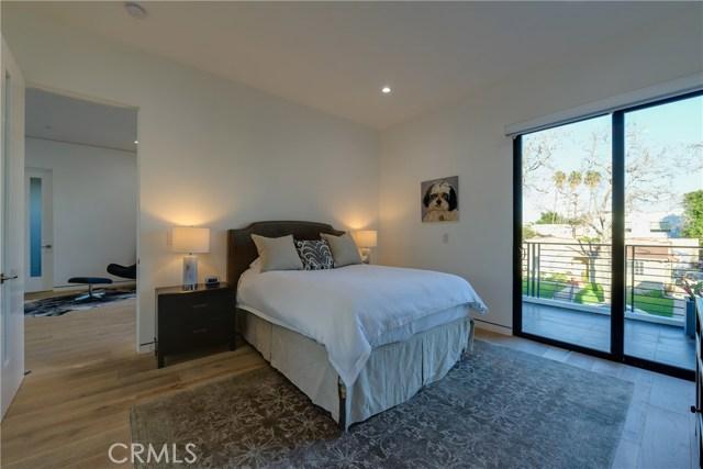 823 N Mansfield Avenue, Hollywood CA: http://media.crmls.org/mediascn/eb00a540-1e88-4b24-9439-0ab9215f2f48.jpg