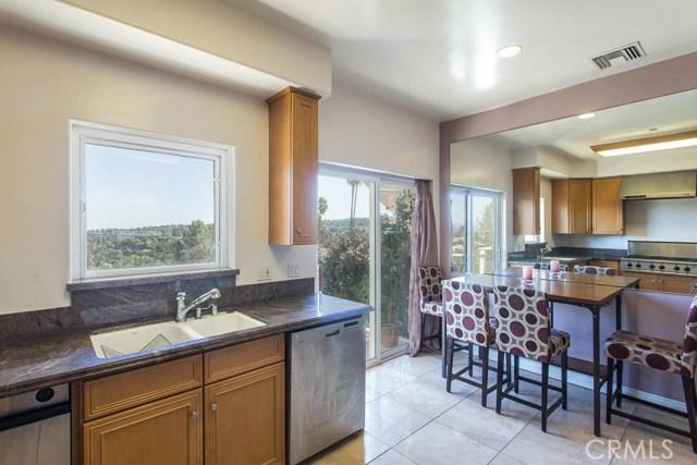 4964 Medina Road, Woodland Hills CA: http://media.crmls.org/mediascn/eb1c5487-7781-4215-bdf8-93e9fbfd294b.jpg