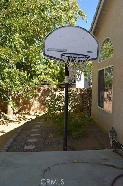 3139 Wellington Drive, Palmdale CA: http://media.crmls.org/mediascn/eb4ce568-a949-481f-9d72-085bc8306d2f.jpg