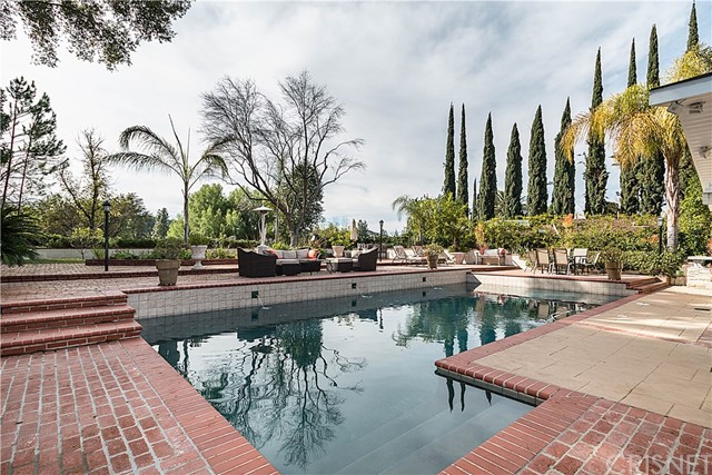 4521 Deanwood Drive, Woodland Hills, CA 91364