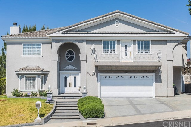 Single Family Home for Sale at 11439 Viking Avenue Porter Ranch, California 91326 United States