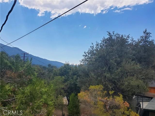 2056 Woodland Drive, Pine Mountain Club CA: http://media.crmls.org/mediascn/eb7b536d-fcfe-4425-8314-86ba2eac68f1.jpg