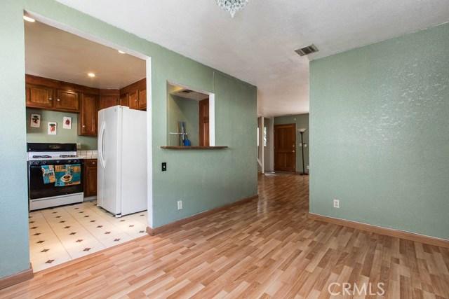 14018 Vanowen Street, Valley Glen CA: http://media.crmls.org/mediascn/ebd2418e-5232-4aa0-bdff-8cf5032f2455.jpg