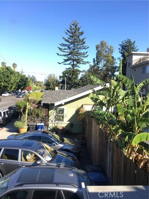 1253 N Orange Grove Avenue, West Hollywood CA: http://media.crmls.org/mediascn/ebfe174b-296e-4c13-bc43-ad94aae392d8.jpg