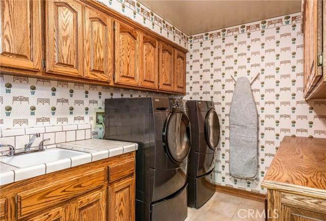 11900 Andasol Avenue, Granada Hills CA: http://media.crmls.org/mediascn/ec54b35a-4152-472a-8808-5c5aa82c6d7d.jpg
