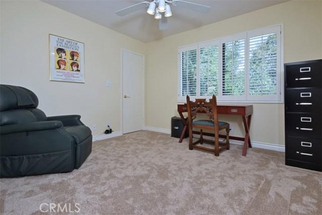 23307 Weller Place, Woodland Hills CA: http://media.crmls.org/mediascn/ec5b4ea6-7ef9-497e-baa0-93f0db9e8e91.jpg