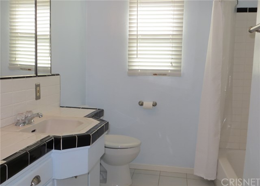 4441 Hazeltine Avenue, Sherman Oaks CA: http://media.crmls.org/mediascn/ec990d7d-46b3-4d42-9ba3-919906c509e5.jpg