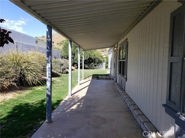 33105 Santiago Road, Acton CA: http://media.crmls.org/mediascn/ed42e686-28e2-4697-9cca-9857c862d4f1.jpg