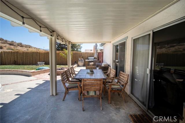 14816 Daisy Meadow Street, Canyon Country CA: http://media.crmls.org/mediascn/ed5c9418-2cd4-47a7-9ebe-75bf9cc0c650.jpg