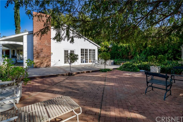 5201 Collier Place, Woodland Hills CA: http://media.crmls.org/mediascn/ed72f385-d579-48d4-bf1d-f5da371b6c1e.jpg