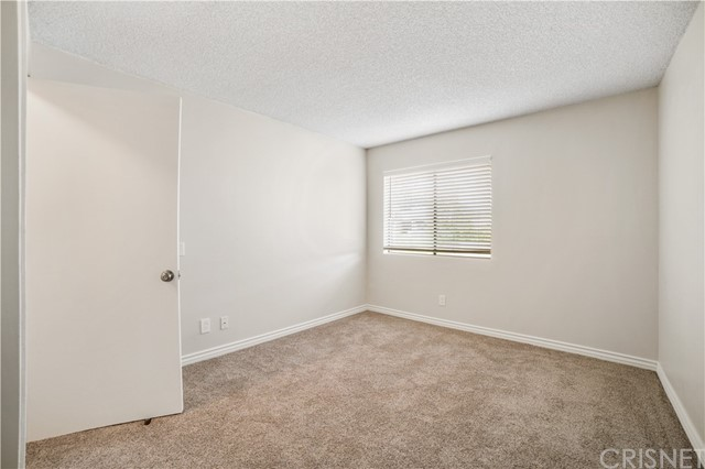 74 Maegan Place, Thousand Oaks CA: http://media.crmls.org/mediascn/eda33025-ae8e-467b-b447-9b6d82ac009a.jpg