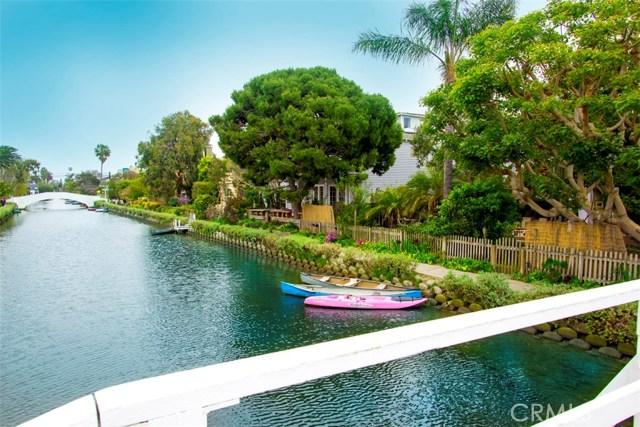 214 Sherman Canal, Venice CA: http://media.crmls.org/mediascn/eddd72b1-8b2d-4264-ae4d-9e571d03ce12.jpg