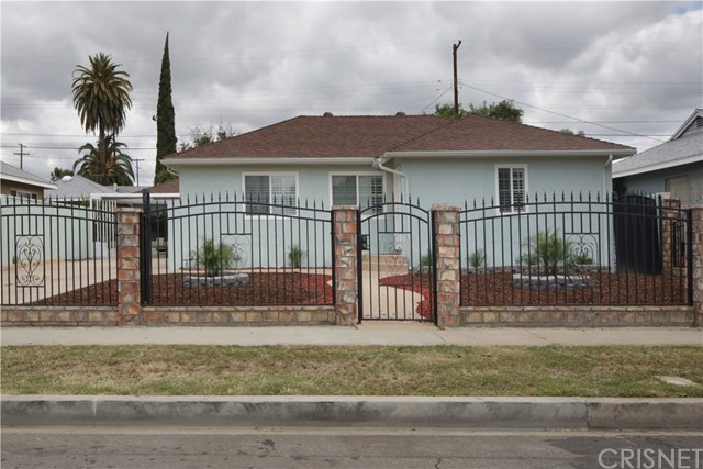 20547 Covello Street, Winnetka CA: http://media.crmls.org/mediascn/edf820df-1596-4d30-819e-a0c721d2d181.jpg