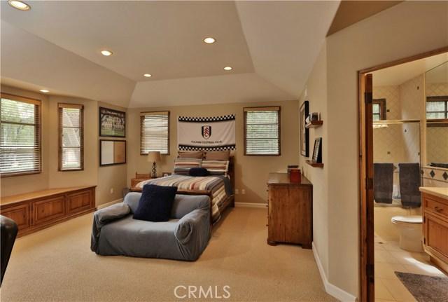 24520 Wingfield Road, Hidden Hills CA: http://media.crmls.org/mediascn/ee17a49a-0632-4eda-be1f-80ad55af7491.jpg