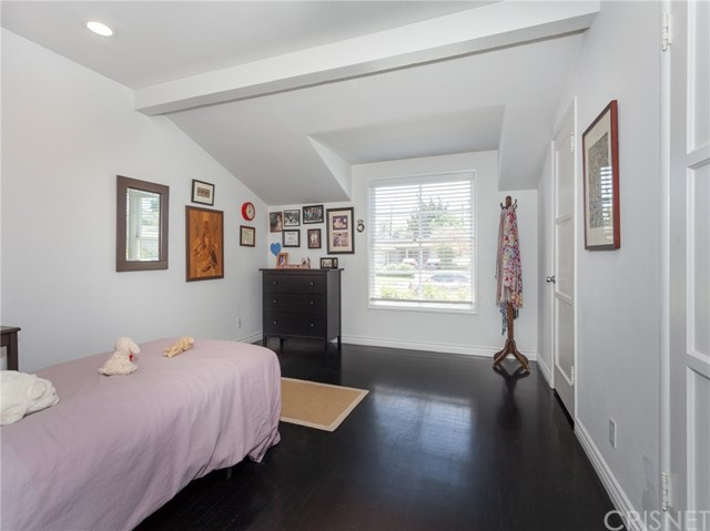 13207 Weddington Street, Sherman Oaks CA: http://media.crmls.org/mediascn/ee4235e0-9d65-4524-91c5-c813dcb4fb9b.jpg