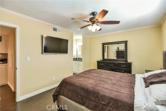7045 Woodley Avenue, Lake Balboa CA: http://media.crmls.org/mediascn/ee4bd5a2-a724-4d80-bdad-43d5b29634ba.jpg