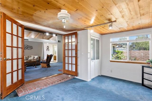 10624 Gaviota Avenue, Granada Hills CA: http://media.crmls.org/mediascn/ee66ba87-0b84-41bb-bb5d-c9829d057ad3.jpg