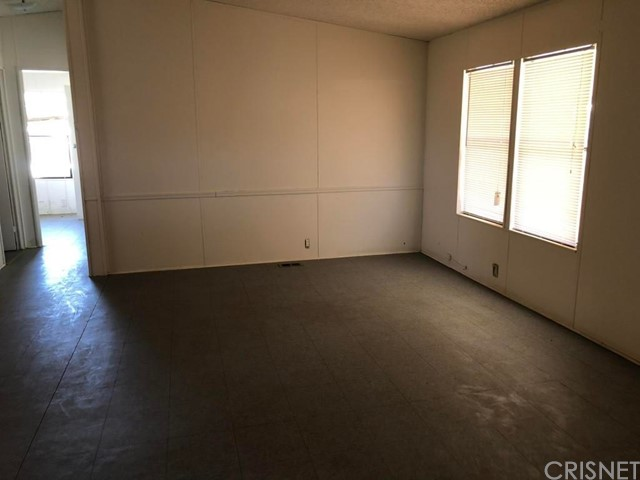 21791 Mesquite Street, California City CA: http://media.crmls.org/mediascn/ee830b92-72be-4bb2-9c41-cca6a30effe2.jpg