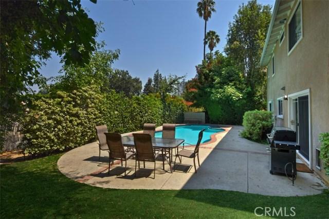 23307 Weller Place, Woodland Hills CA: http://media.crmls.org/mediascn/ee8fc9f4-0003-46ef-8c96-63d93b938b1f.jpg