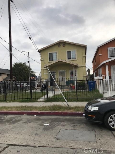 9700 Graham Avenue, Los Angeles CA: http://media.crmls.org/mediascn/ee91fb81-241b-49f3-b409-8f4fcb9fe91c.jpg