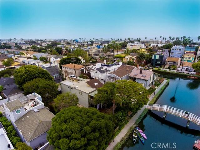 214 Sherman Canal, Venice CA: http://media.crmls.org/mediascn/ee9b515d-1629-4772-a07b-36177545e830.jpg