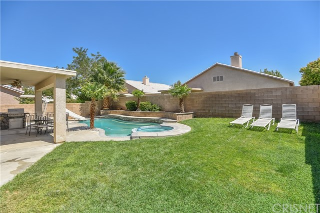 44142 Westridge Drive, Lancaster CA: http://media.crmls.org/mediascn/eef735ef-55e0-4f1d-98d4-8bc1f9a722ba.jpg