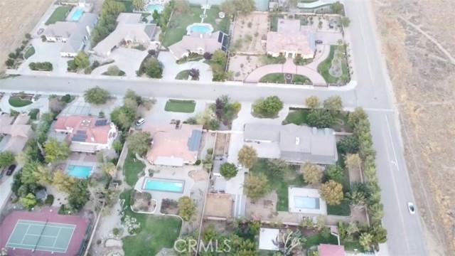 42411 27th W Street, Lancaster CA: http://media.crmls.org/mediascn/ef2ab538-bc13-41f2-a307-d5557a40ffbc.jpg
