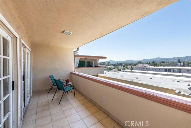 12500 Huston Street, Valley Village CA: http://media.crmls.org/mediascn/ef378e39-c985-4fae-846a-704b402dd619.jpg