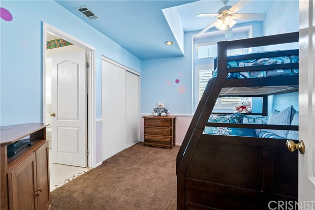 28225 Bel Monte Court, Canyon Country CA: http://media.crmls.org/mediascn/ef3fbf59-c909-470f-825d-4e7a1f687b3a.jpg