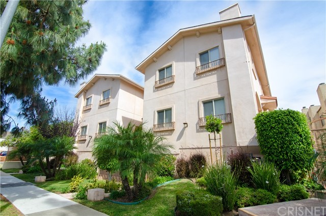 Townhouse for Rent at 17311 Chatsworth Street Granada Hills, California 91344 United States
