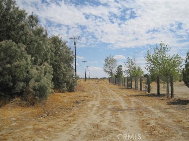 1 Dacite Avenue, Rosamond CA: http://media.crmls.org/mediascn/ef70ba0b-3020-4755-9621-21ee555a5cd3.jpg