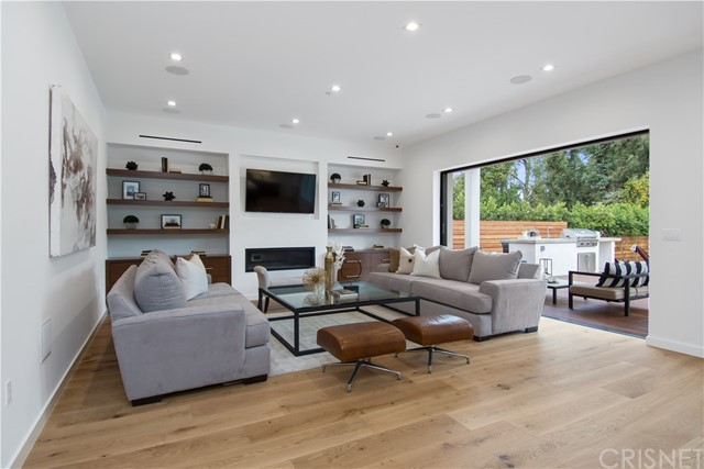 Additional photo for property listing at 14943  Sutton 14943  Sutton Sherman Oaks, California 91403 United States