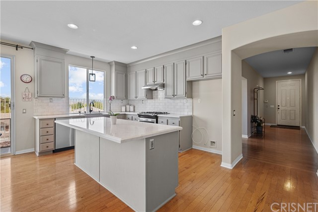 31130 Riverdale Place, Castaic CA: http://media.crmls.org/mediascn/efc1c1cd-ece7-4f8d-9c61-4c74e569b1c3.jpg