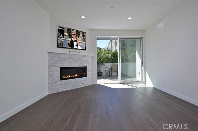 12045 Guerin Street, Studio City CA: http://media.crmls.org/mediascn/efdb9208-39b5-4269-9a0c-d3e2a10d67cf.jpg