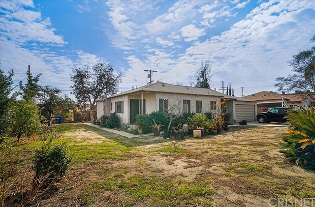 10930 Lull Street, Sun Valley CA: http://media.crmls.org/mediascn/eff54197-6033-4e5c-8e0b-44c058509fa5.jpg