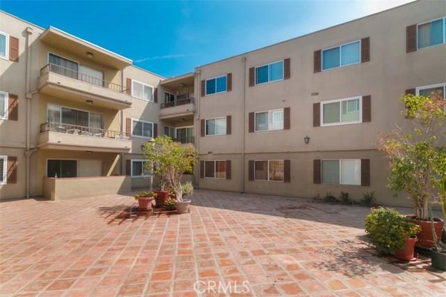 10707 Camarillo Street, Toluca Lake CA: http://media.crmls.org/mediascn/eff9ff7d-594d-41d2-86fd-6bb2218219a2.jpg