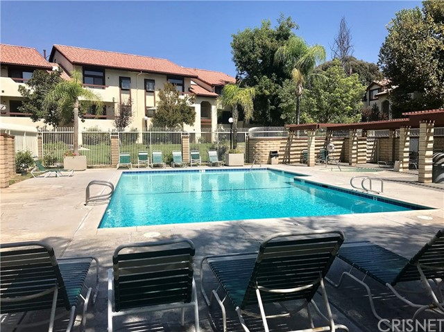 28007 Tiffany Lane, Canyon Country CA: http://media.crmls.org/mediascn/f04197b7-b622-4491-9d97-13b01eaf0bbf.jpg